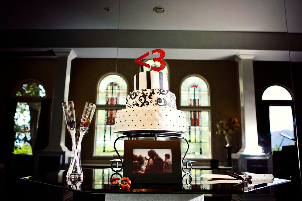 best utah wedding photographers, slc wedding photographers, ut weddings, salt lake city wedding photography, effervescent media works, utah wedding photographers, black and white wedding cake, millennial falls draper